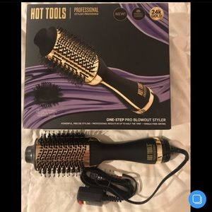 *BNIB* HOT TOOLS - One-Step Pro Blowout Styler